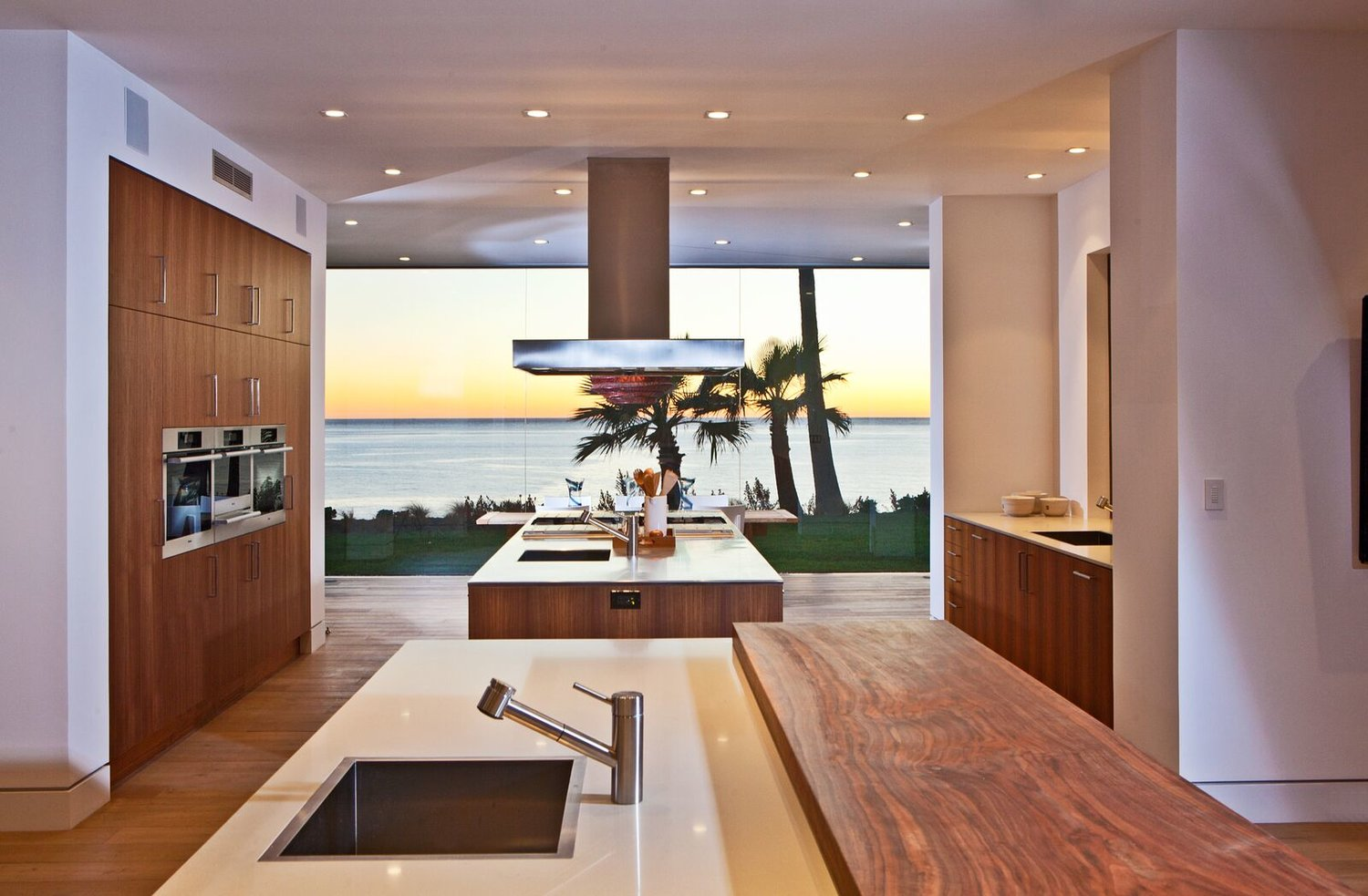 Birdview Residence in Malibu by Doug Burdge