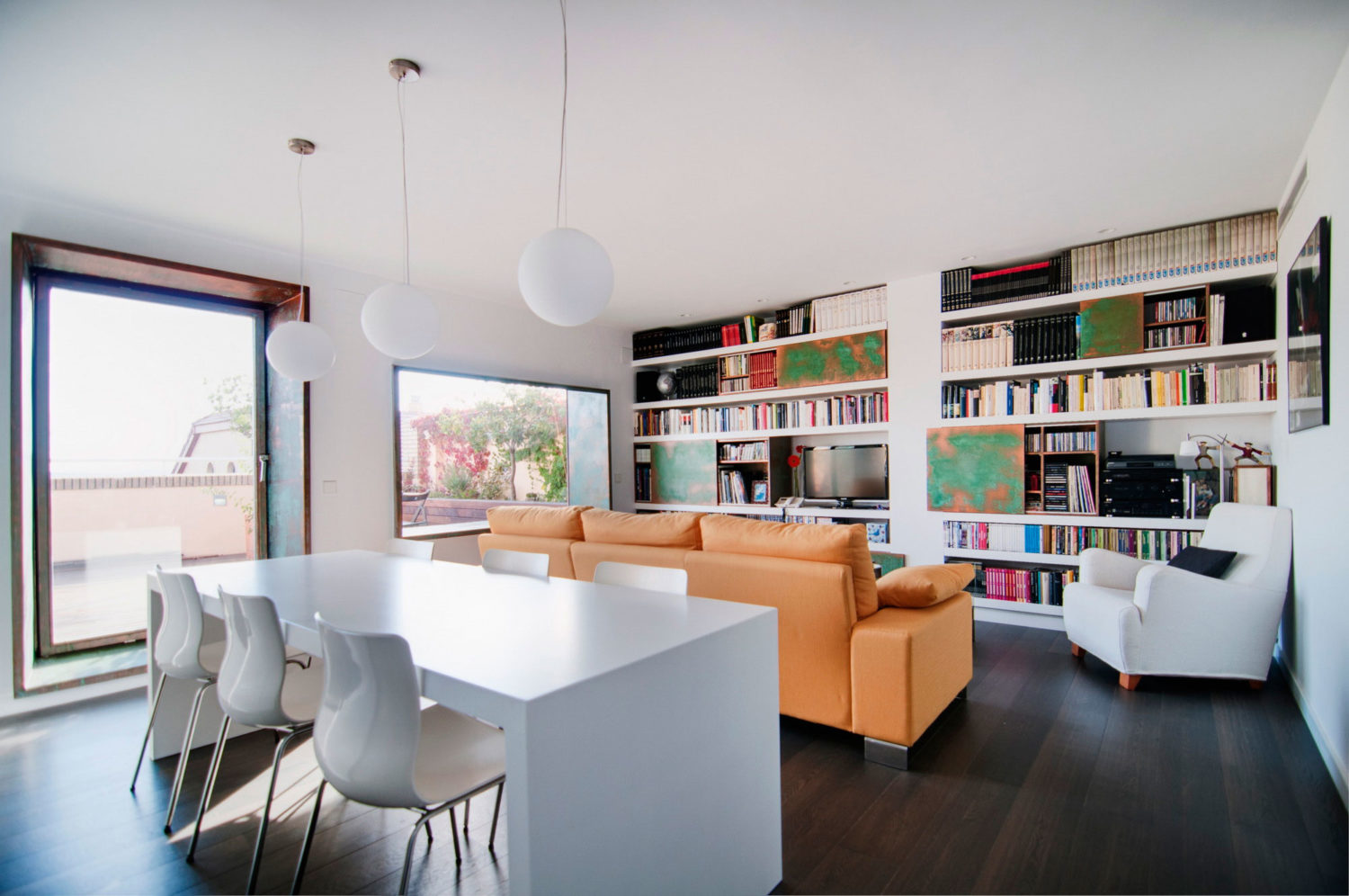 Bright Penthouse by Area Arquitectura Design