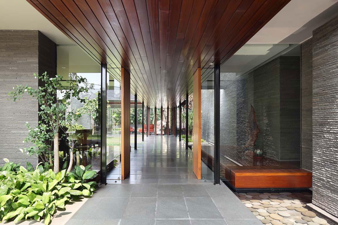 Diminished House by Wahana Architects