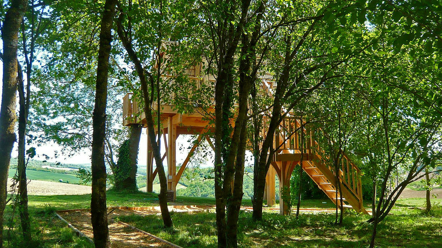 Romantic Treehouse With Hot Tub