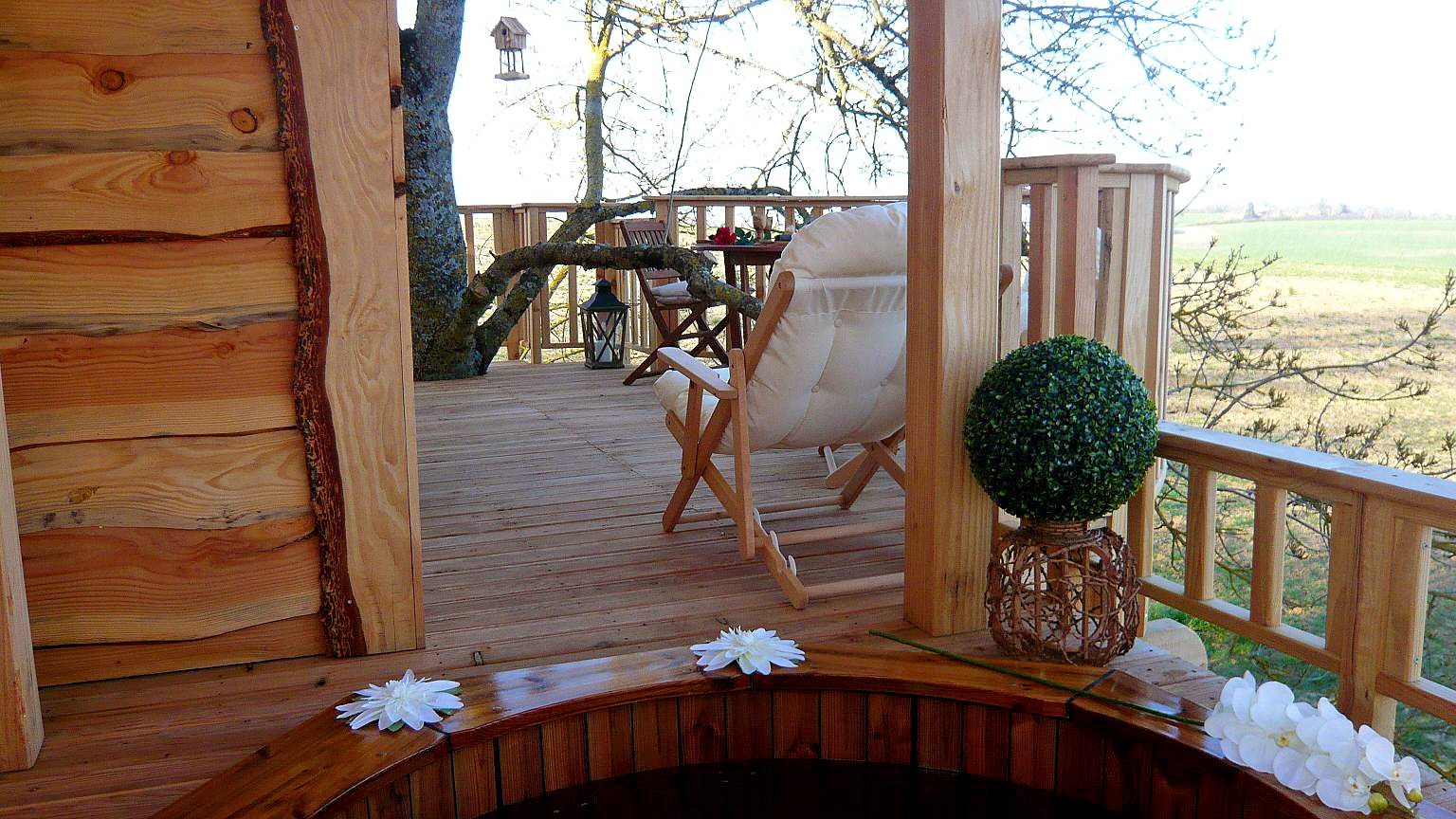 Romantic Treehouse With Hot Tub Wowow Home Magazine