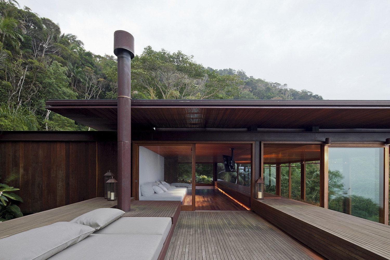 AMB House by Bernardes + Jacobsen Arquitetura