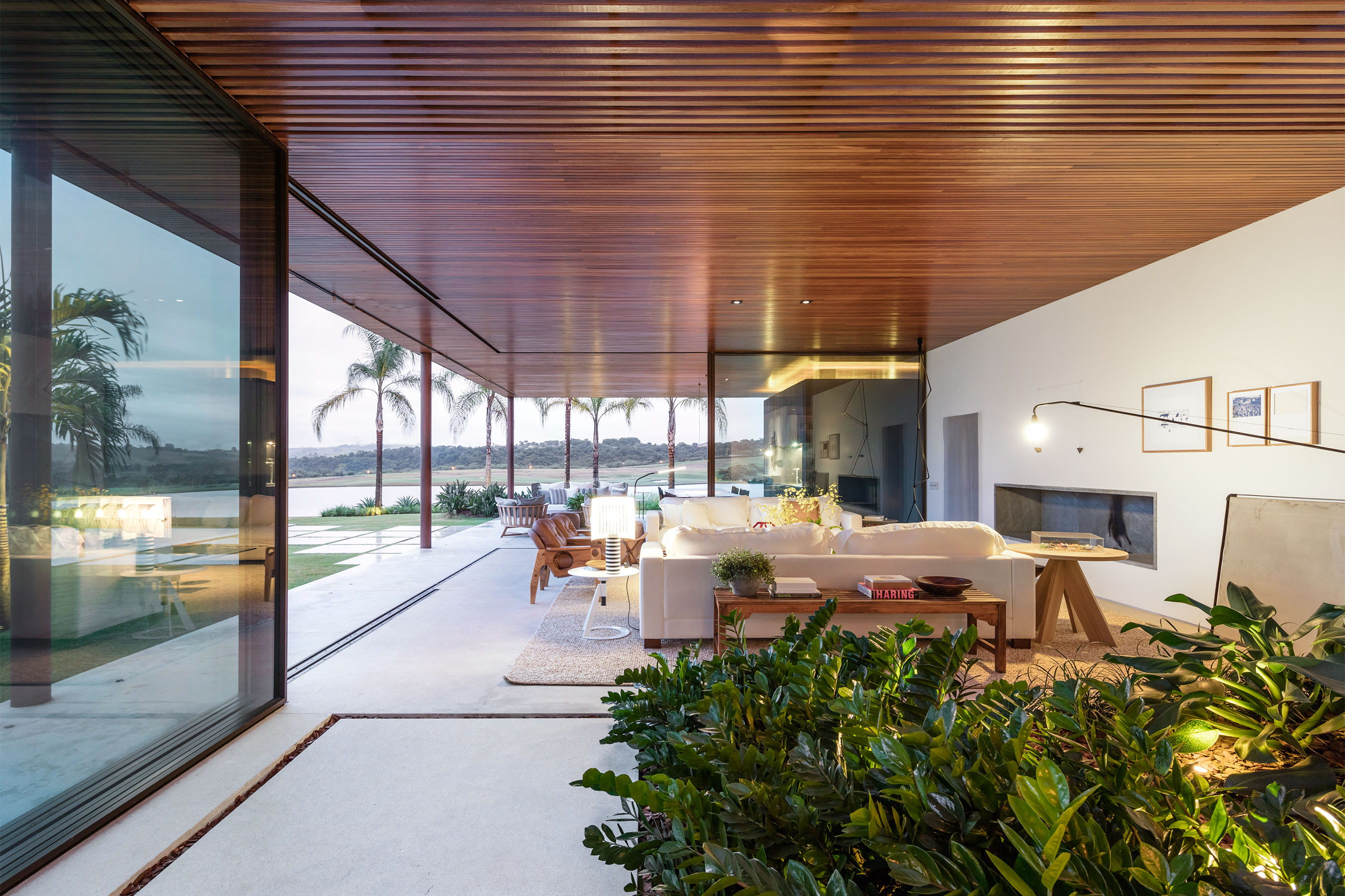 BF House by Jacobsen Arquitetura`