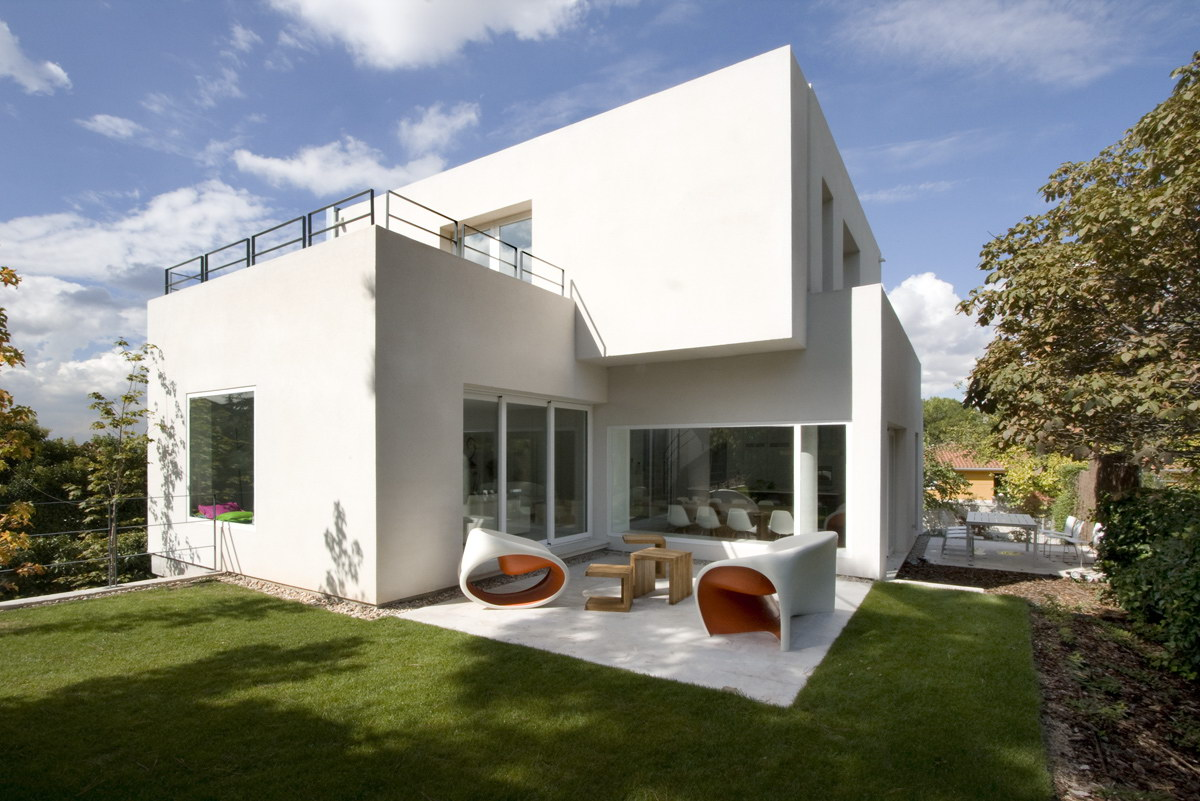 Cambrils House by ABATON Architects