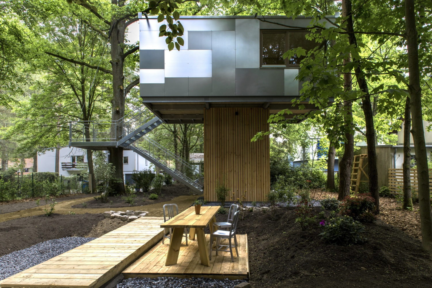 Urban Treehouse by Baumraum