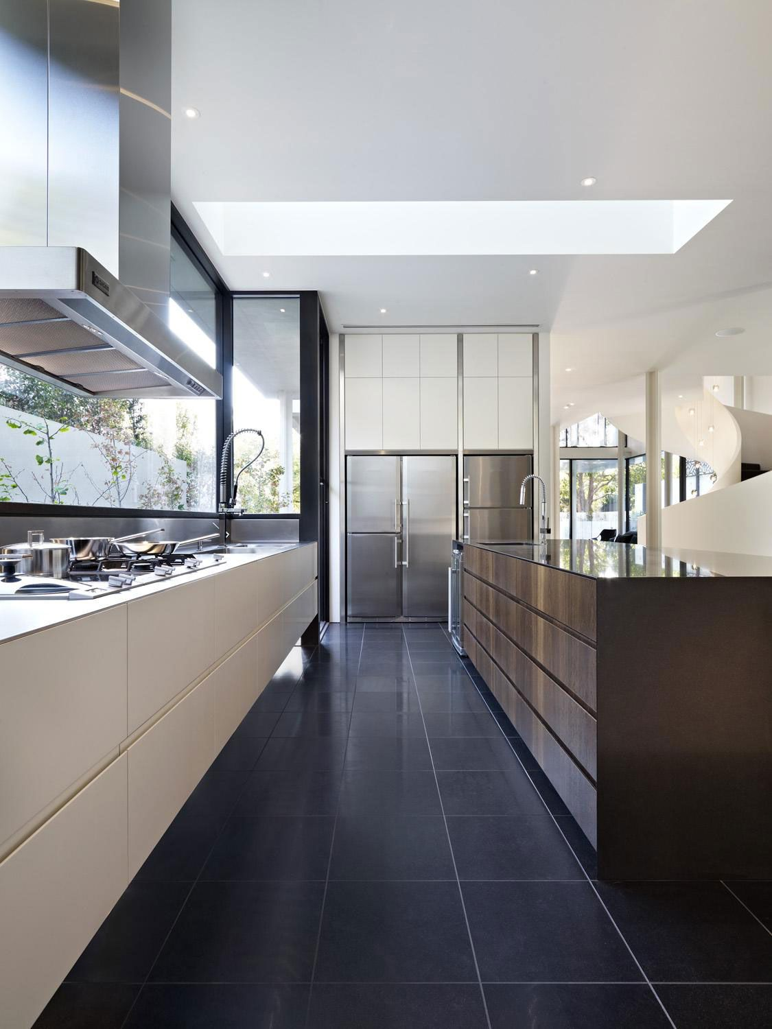 Verdant Avenue Home by Robert Mills Architects