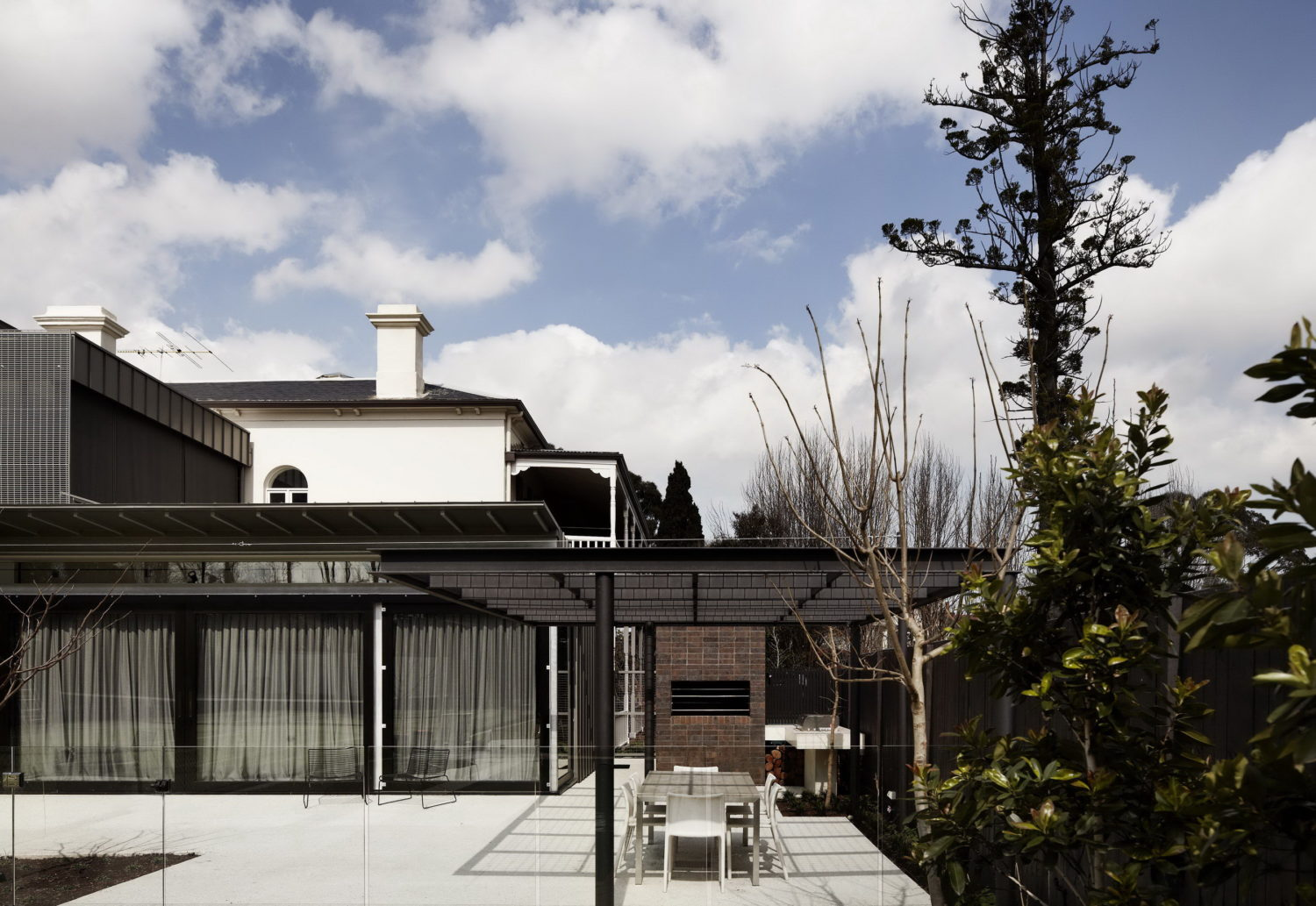 Hawthorn House Transformation by Rosstang Architects