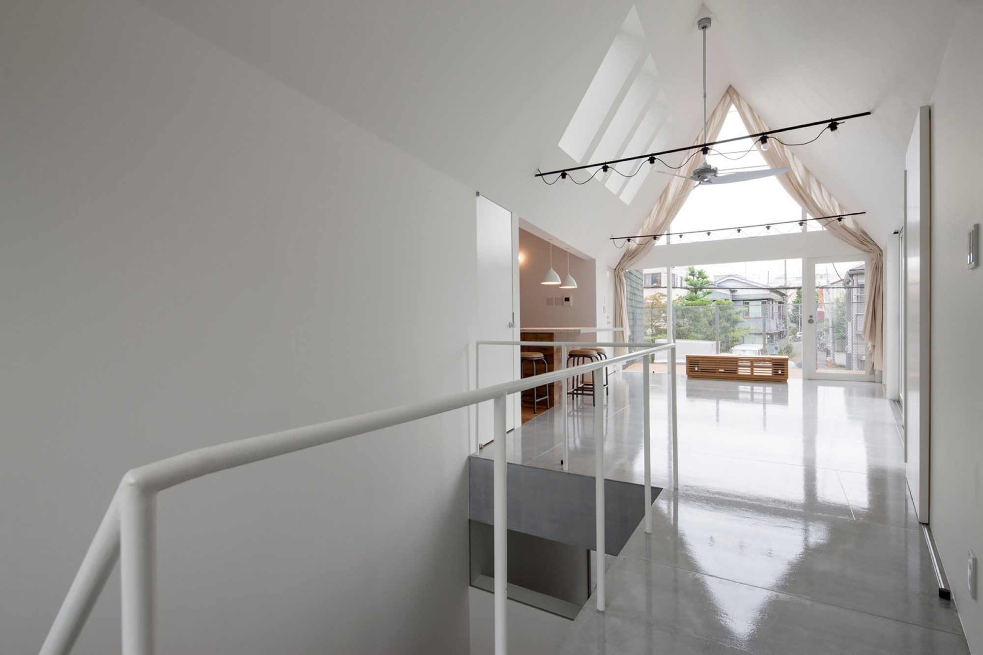 Housecut | Contemporary House by Starpilots