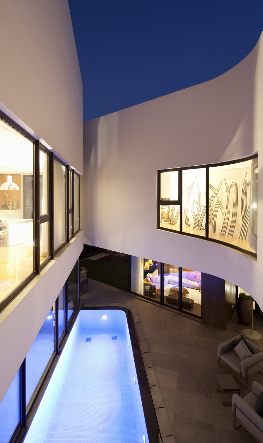 Mop House by AGi Architects