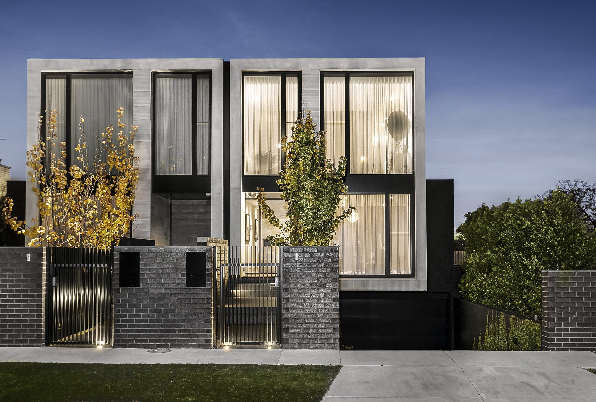 Two Contemporary Residencies by Architecton