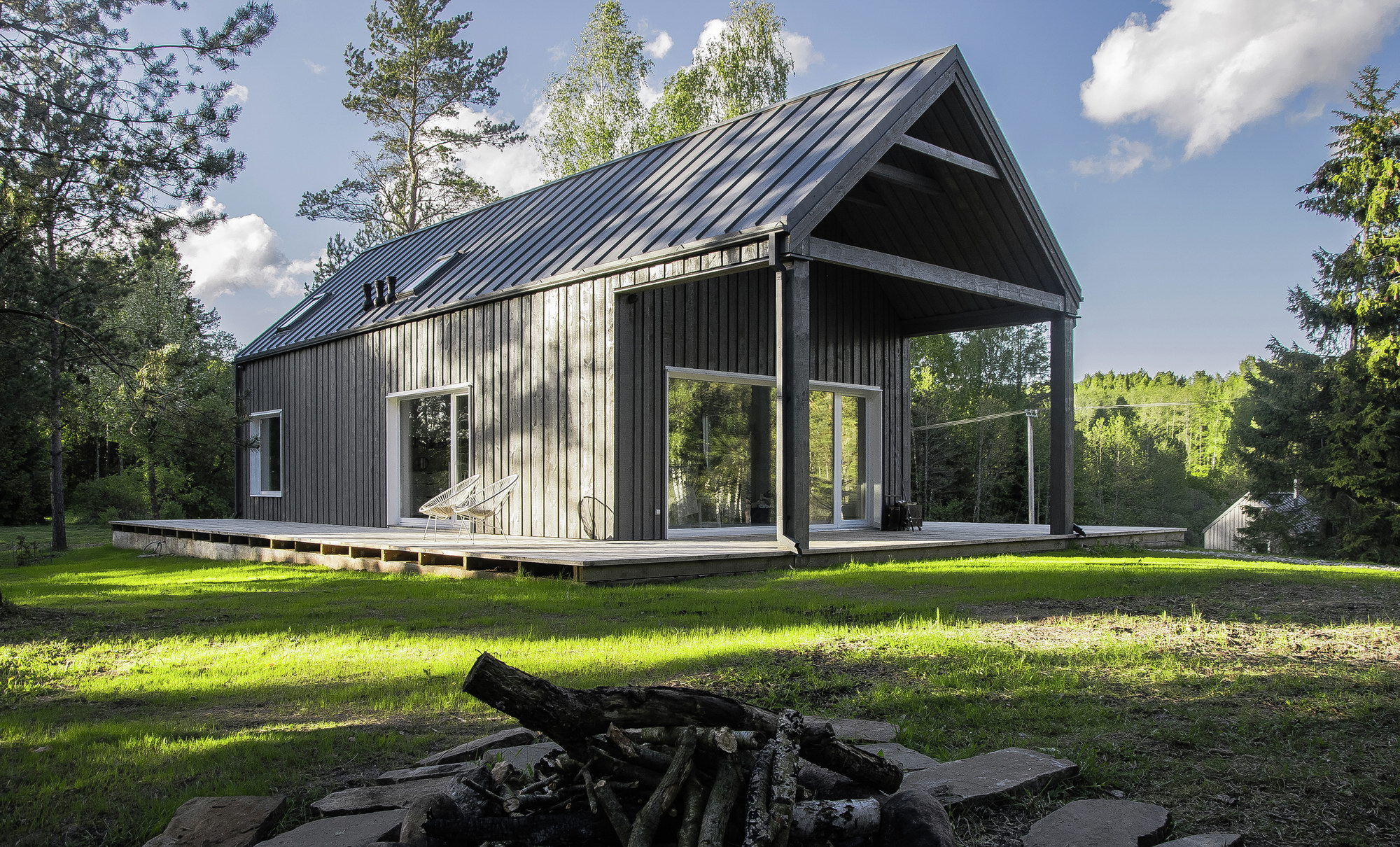 Lithuanian Hunting House by Devyni architektai