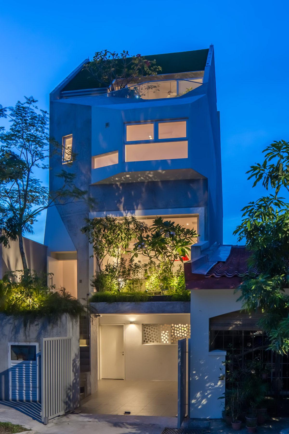 Narrow House   Garden Home at Rienzi Street
