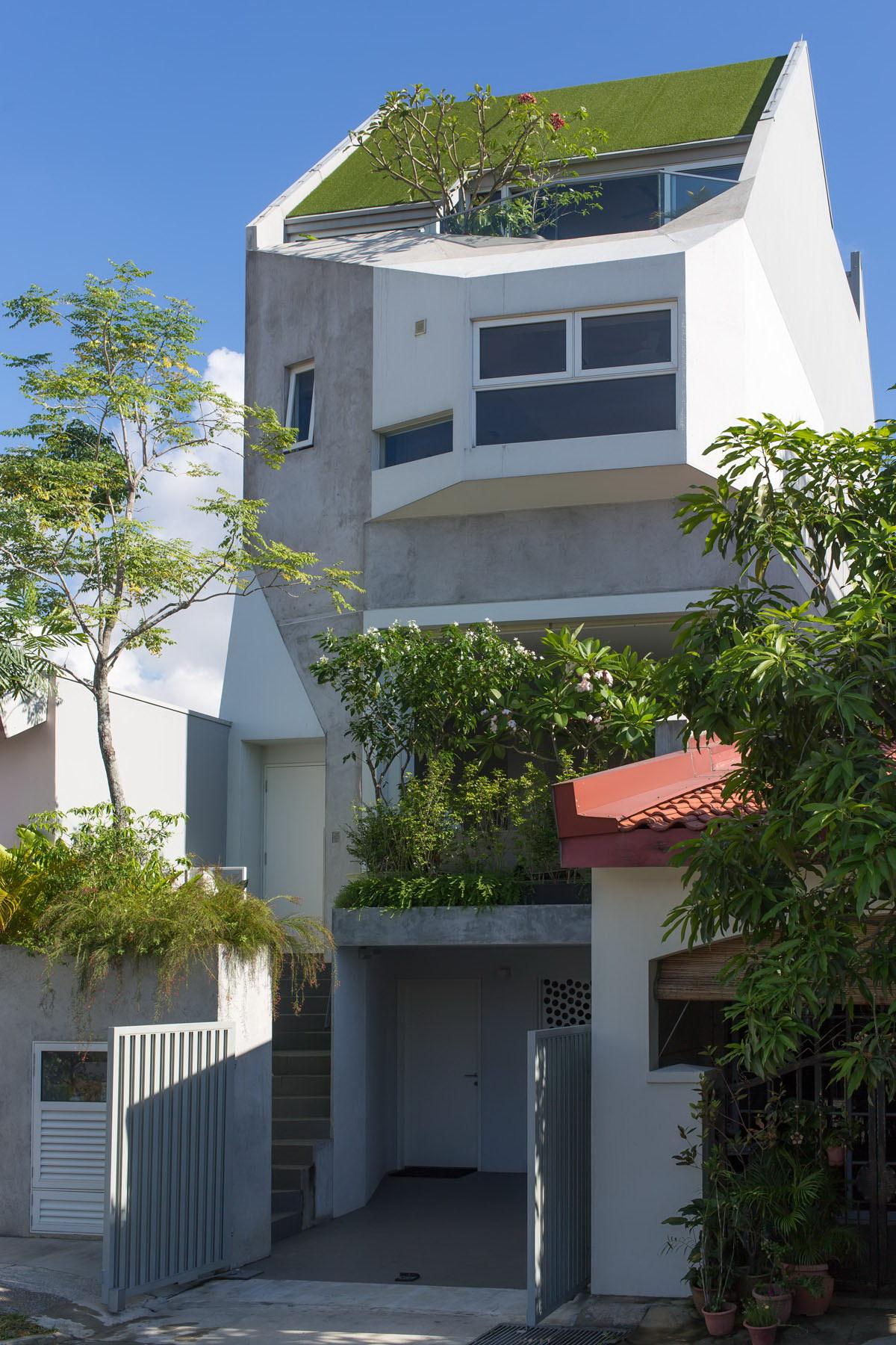 Narrow House | Garden Home at Rienzi Street