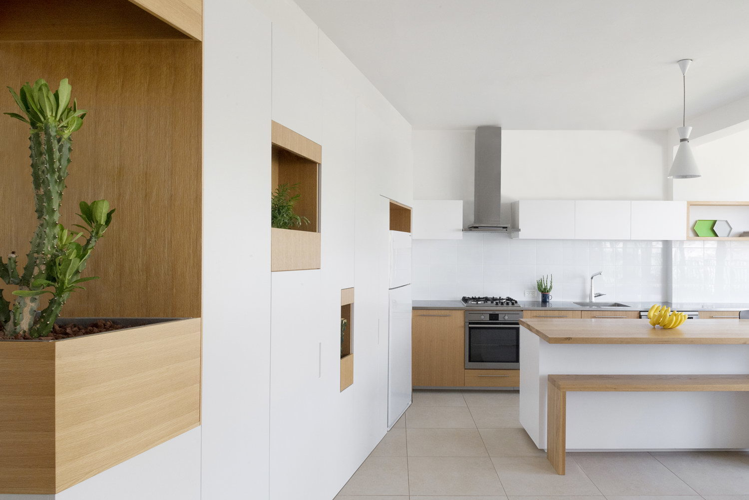 Renovated Apartment in Ramat Gan by Itai Palti