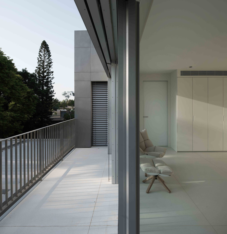Kol-Tzivio | Aluminum Vested Home by Studio de Lange