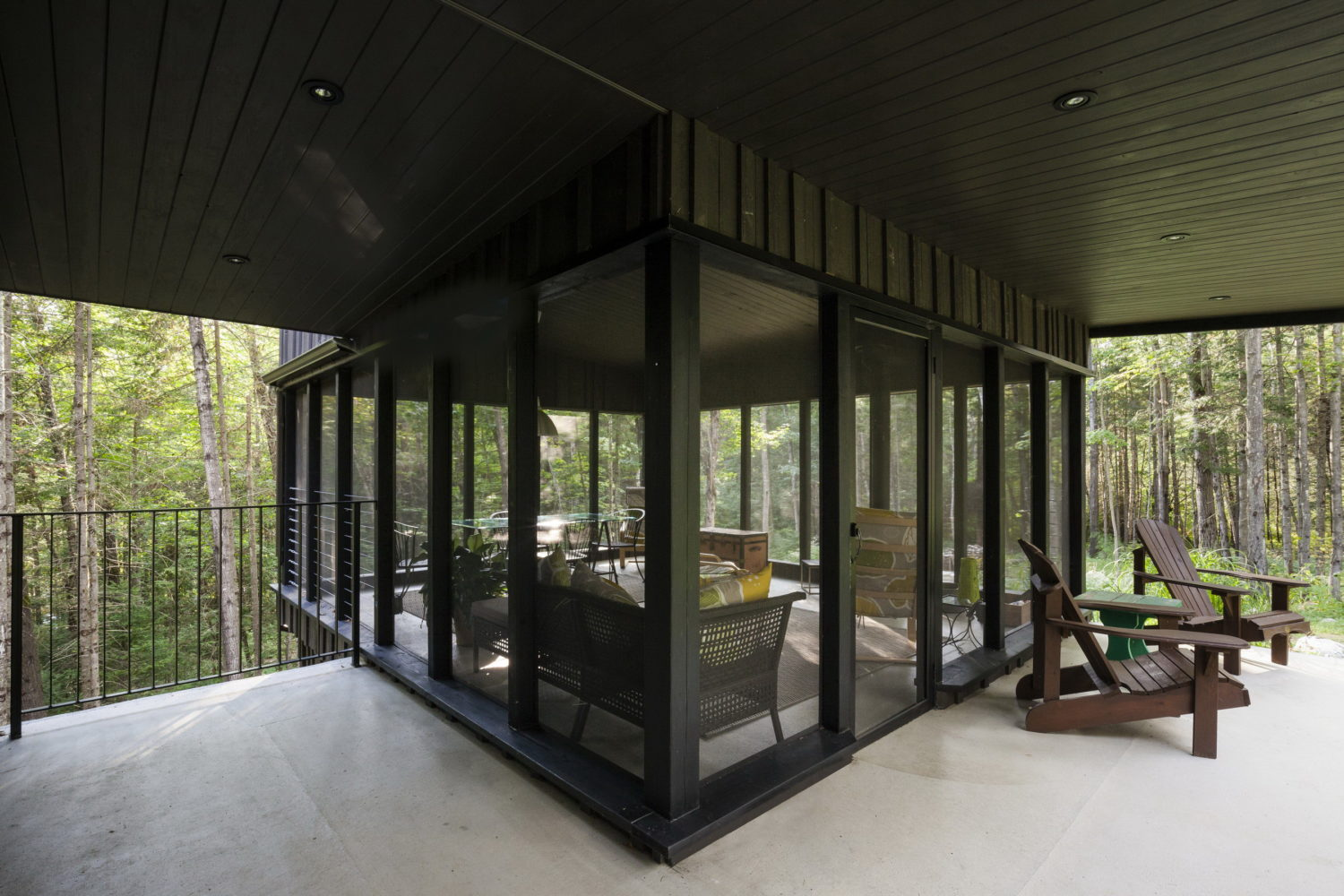 La Cache | Forest house by Nathalie Thibodeau Architecte
