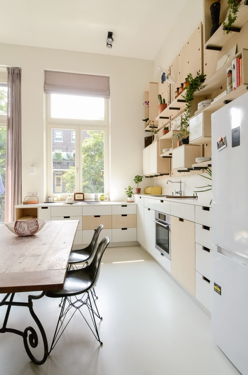 """Old school conversion """"Ons dorp"""" in Amsterdam"""