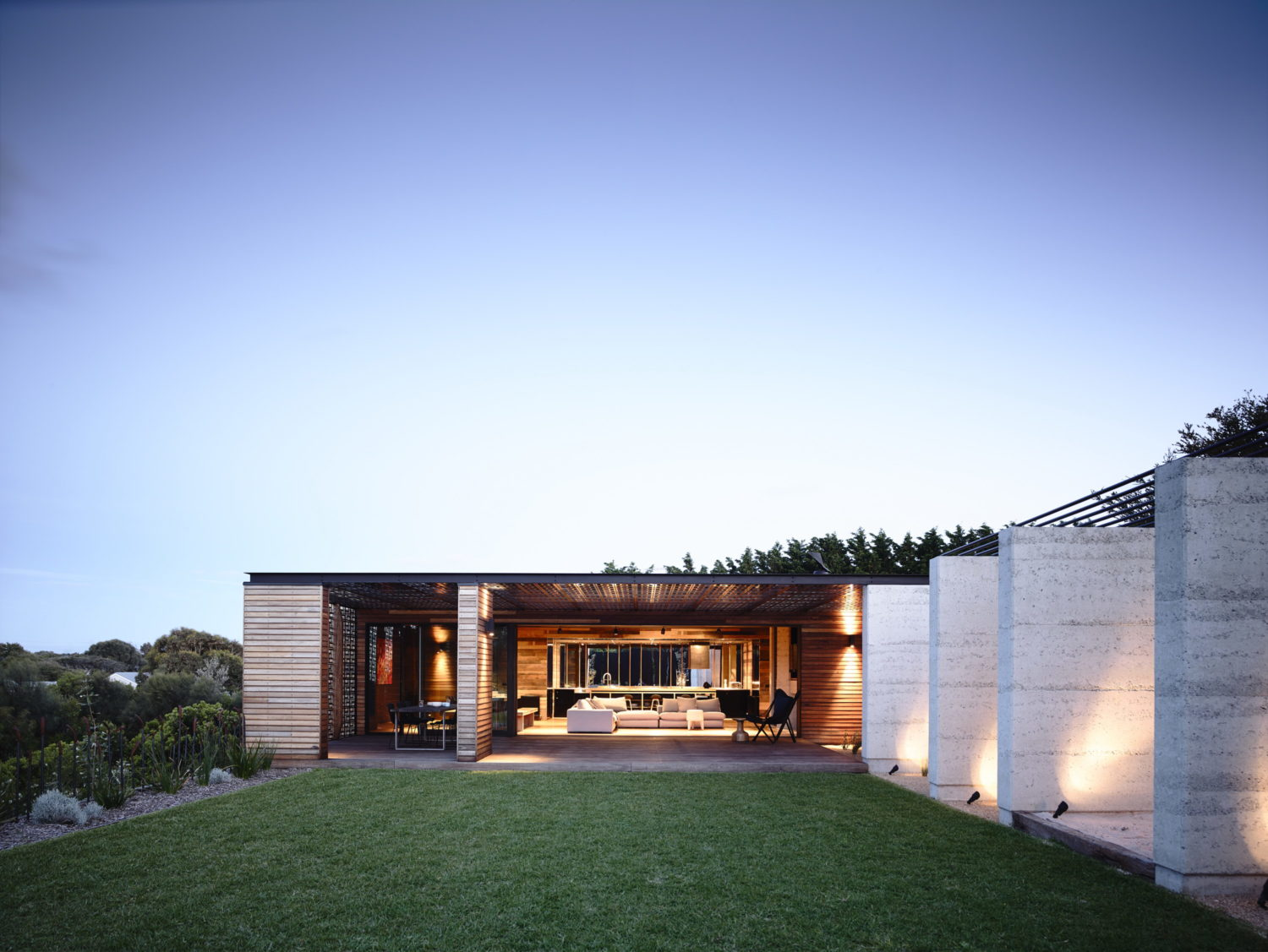 Blairgowrie Beach House by Wolveridge Architects