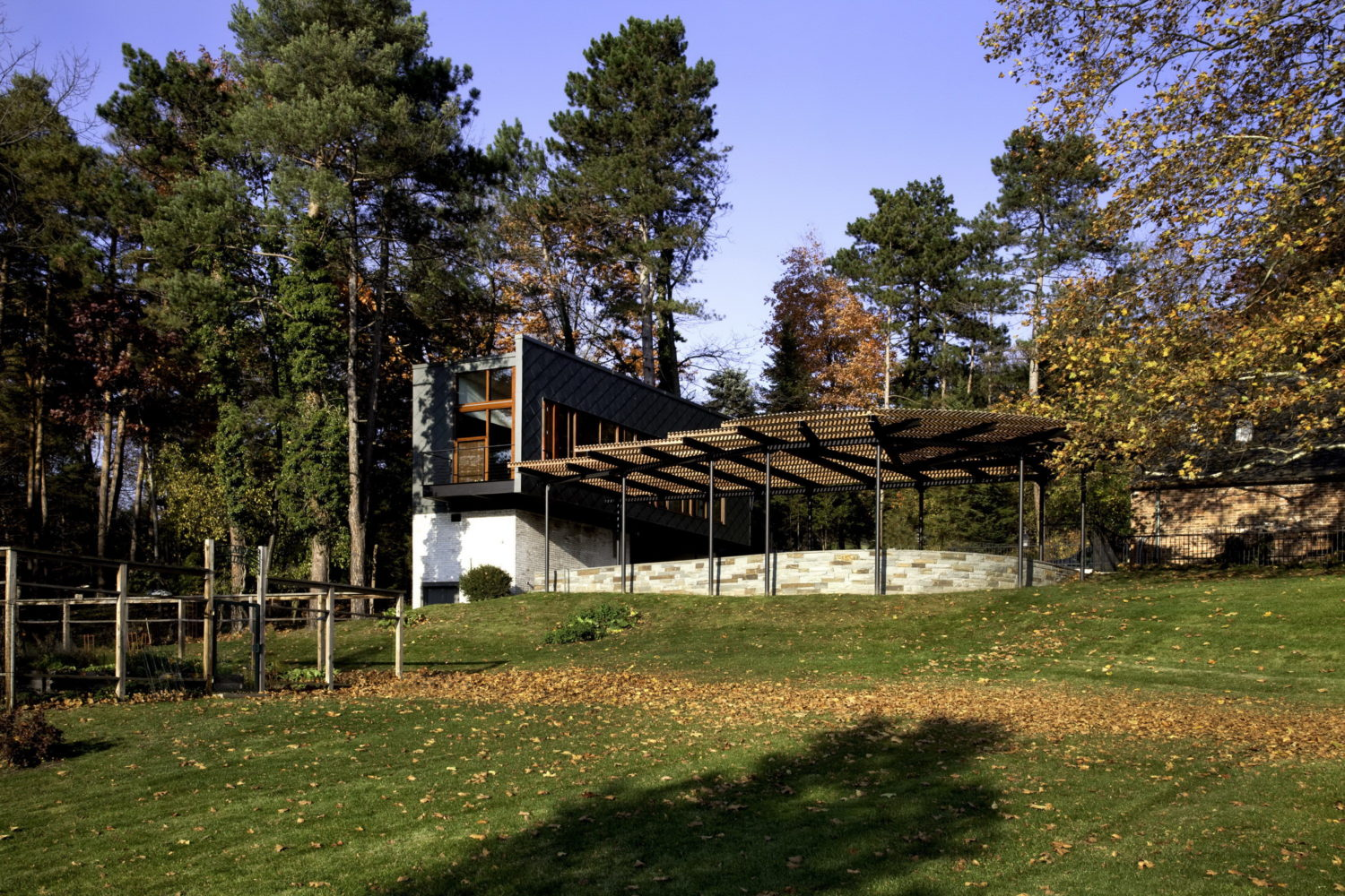 Ithaca Spare Guest House by Ikon.5 Architects