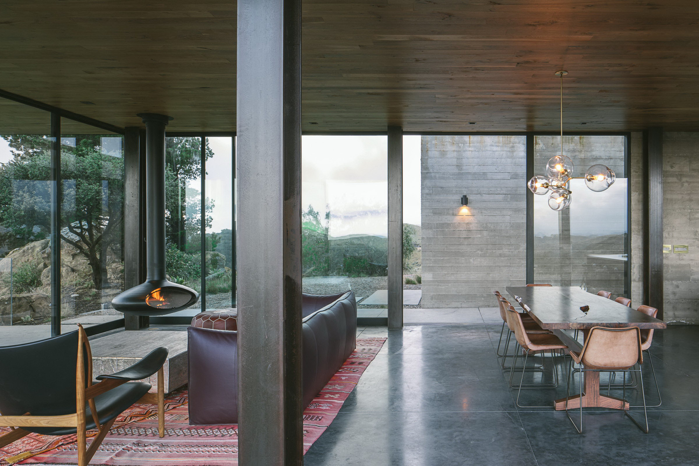 Off-Grid Guest House by Anacapa
