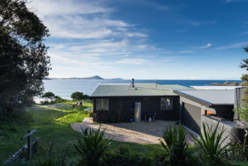 Seal Rocks House | Beach Shack by Bourne Blue Architecture