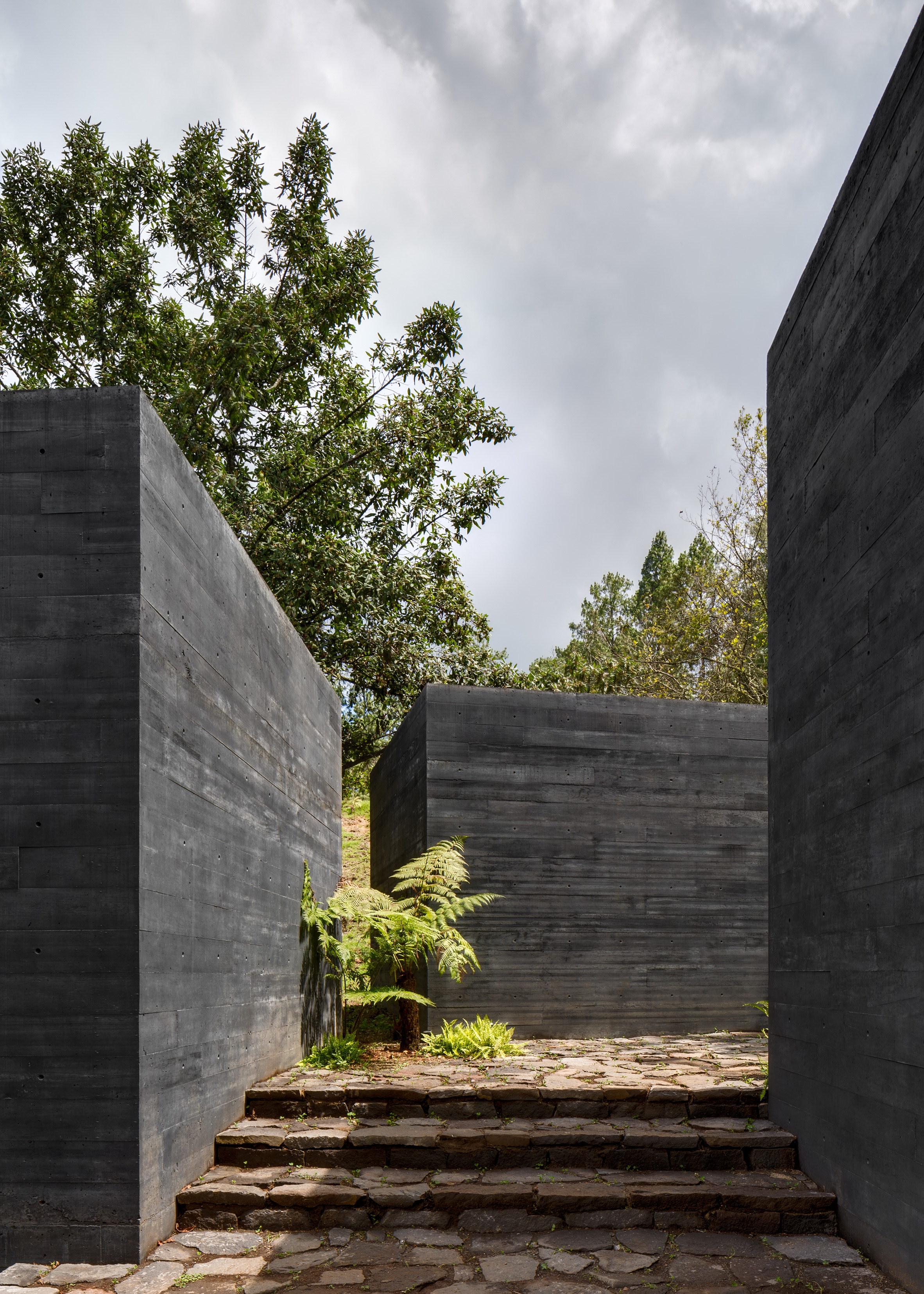 Casa Bruma   Nine Black Concrete Boxes