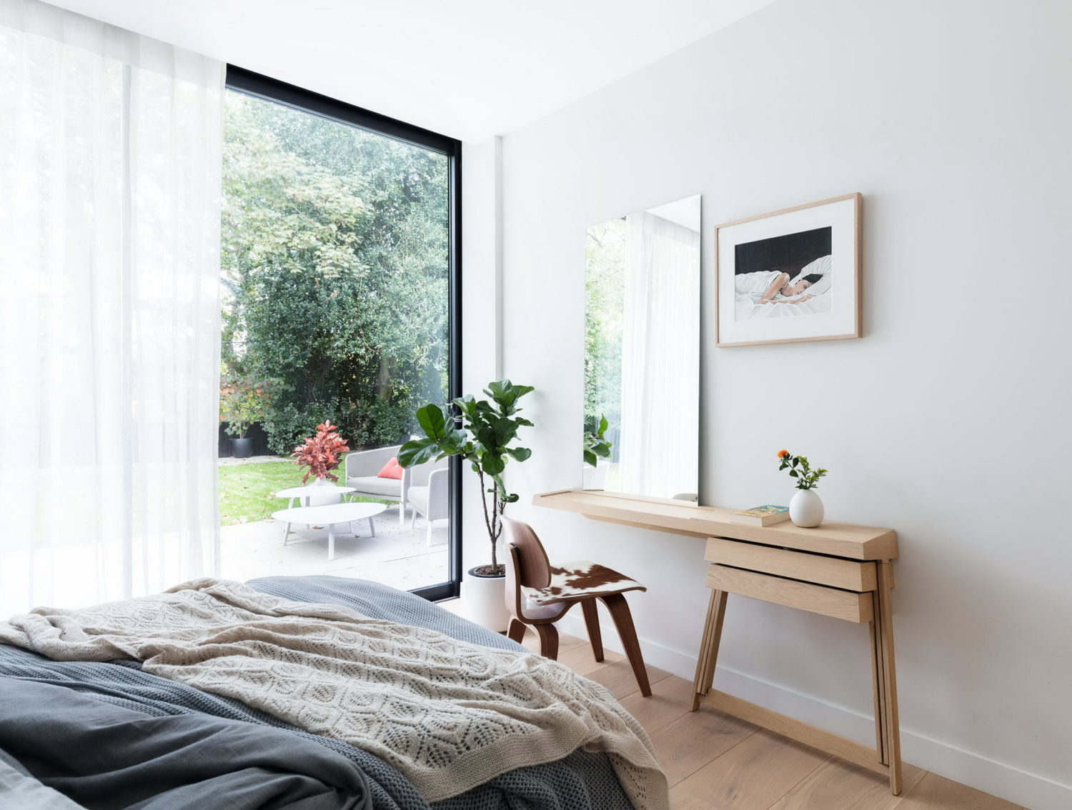 Modern New Home in London by Black & MilkModern New Home in London by Black & Milk