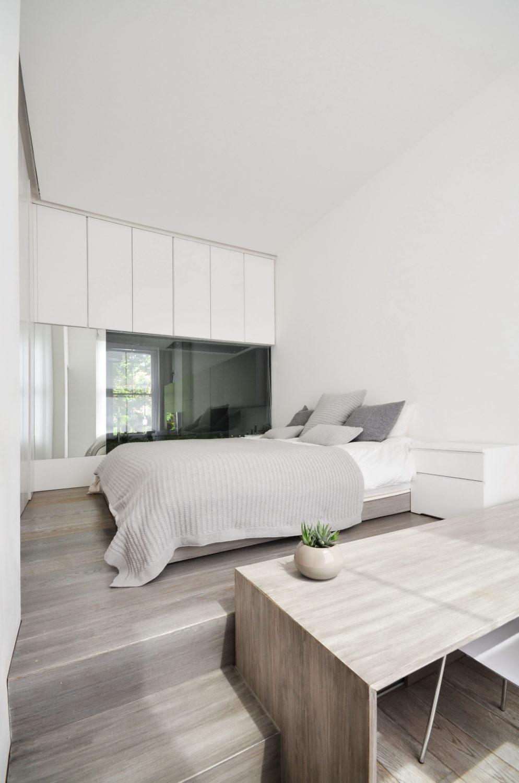 Nevern Square Apartment by Daniele Petteno