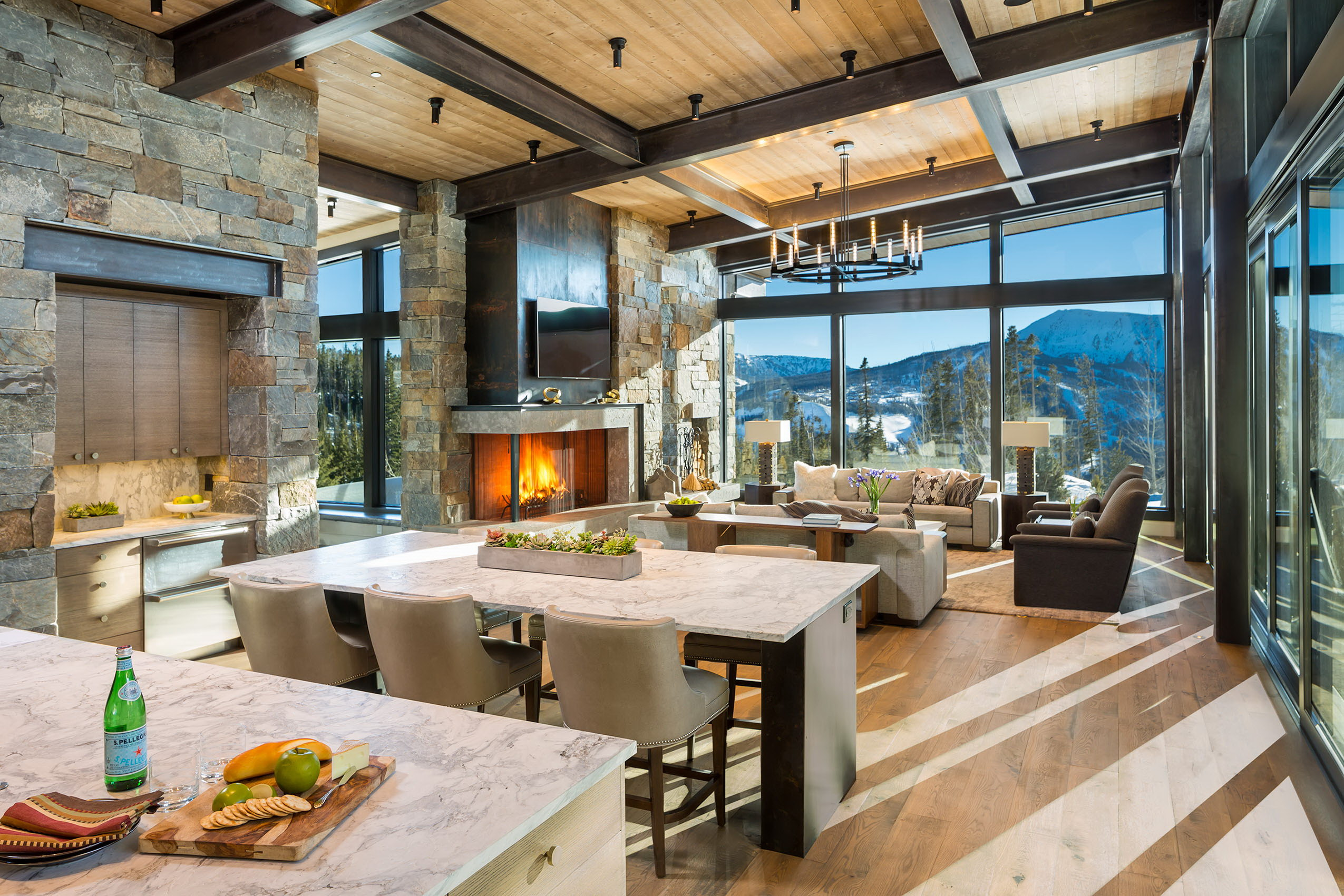 Mountain Peek | Modern Rustic Home in Montana | Wowow Home ...