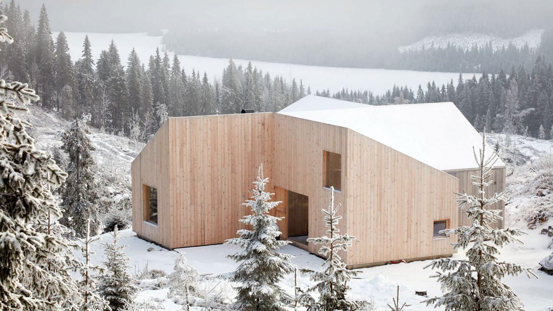 Mylla Hytte | Pine-Clad Cabin by Mork Ulnes Architects