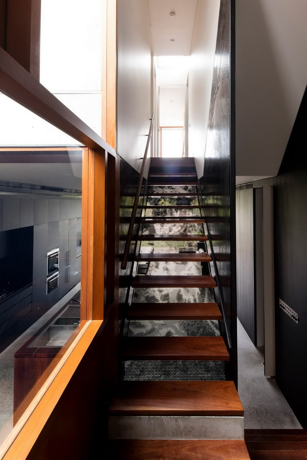 Screen House | Black Home by Carter Williamson Architects