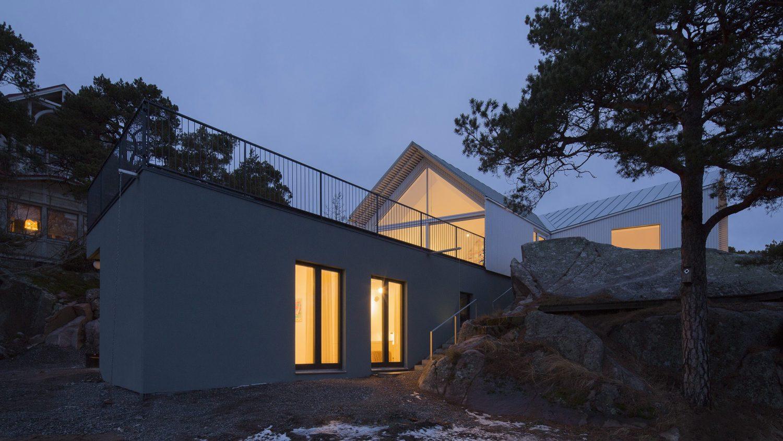 Stormvillan | Spruce-Clad Villa by Mer Arkkitehdit