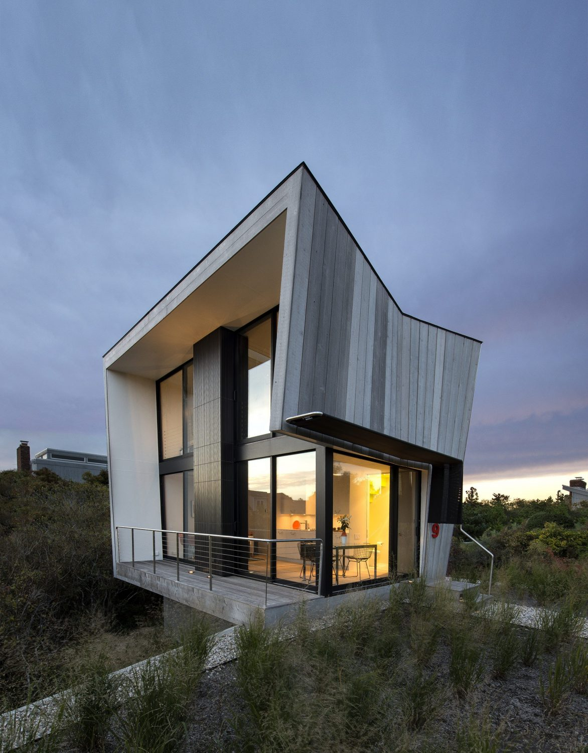 Beach Hampton | Timber-Clad House by Bates Masi Architects