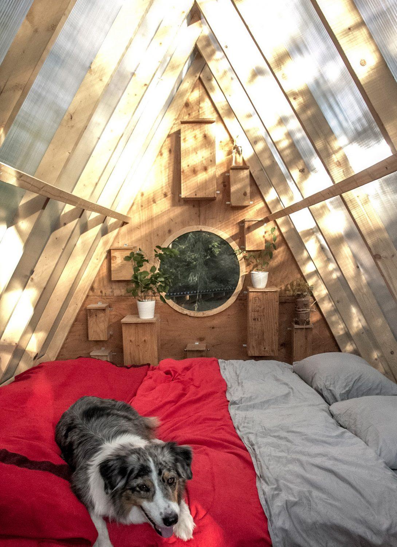 Birdhut – A-frame Treehouse by Studio North