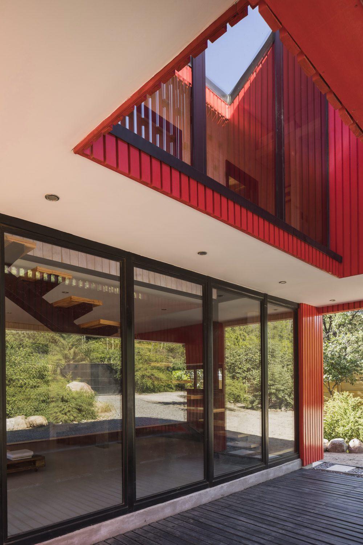 Casa La Roja – The Red House by Felipe Assadi Arquitectos