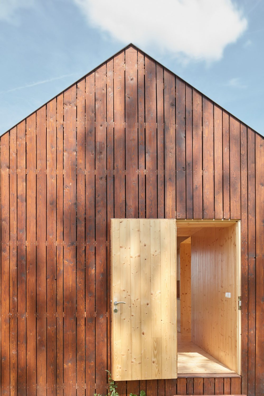 Cottage Near a Pond by Atelier 111 Architekti