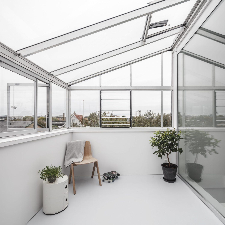 Helmet House – Extended House by Werkt
