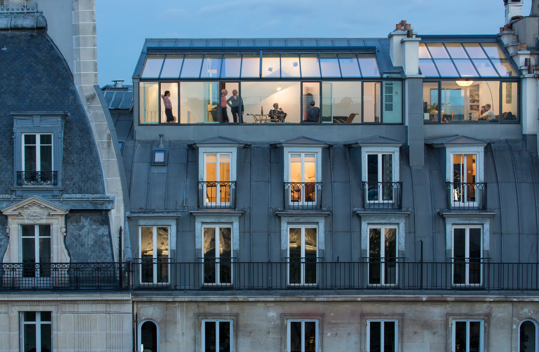 там располагается фото парижских мансард день