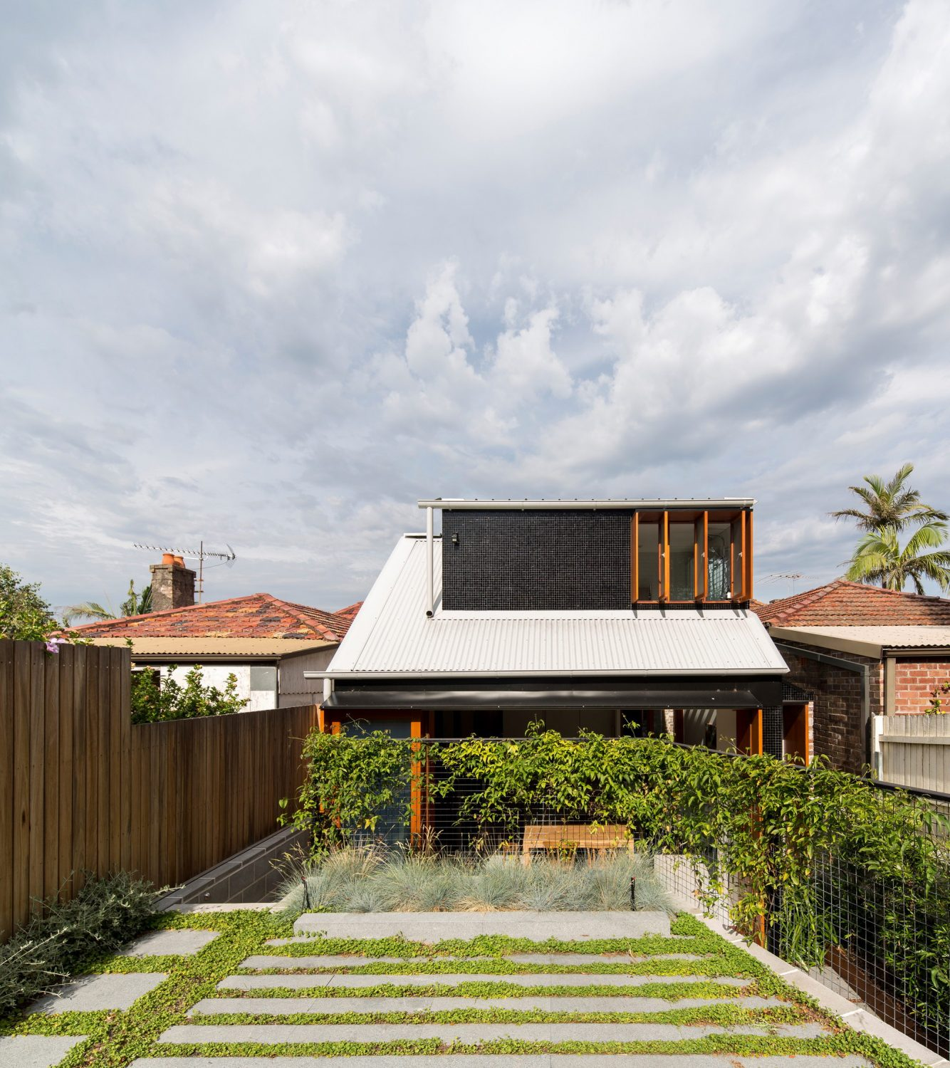 Down Size Up Size House by Carter Williamson Architects