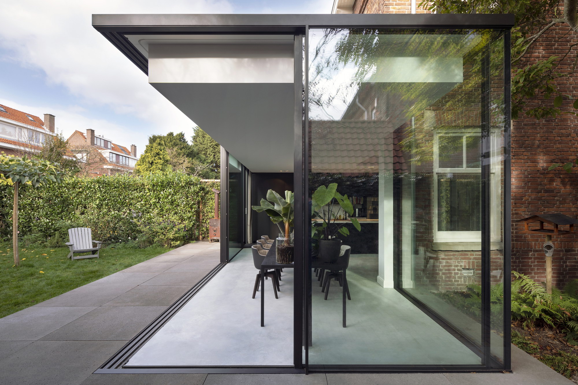 Fig Tree House – Glass Box Extension by Bloot Architecture