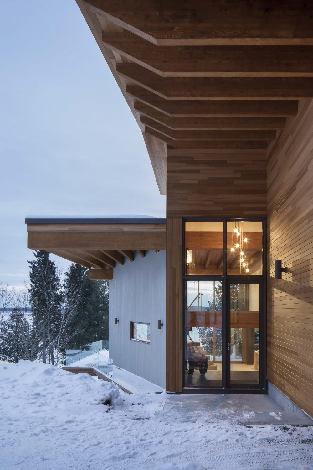 L'Accostée House by Bourgeois / Lechasseur architectes