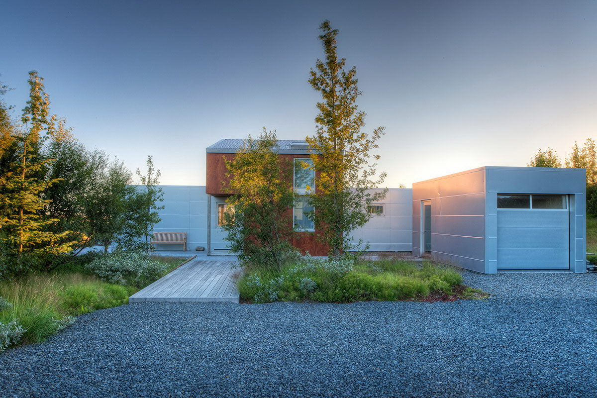 nIce House in Rural Iceland by Minarc