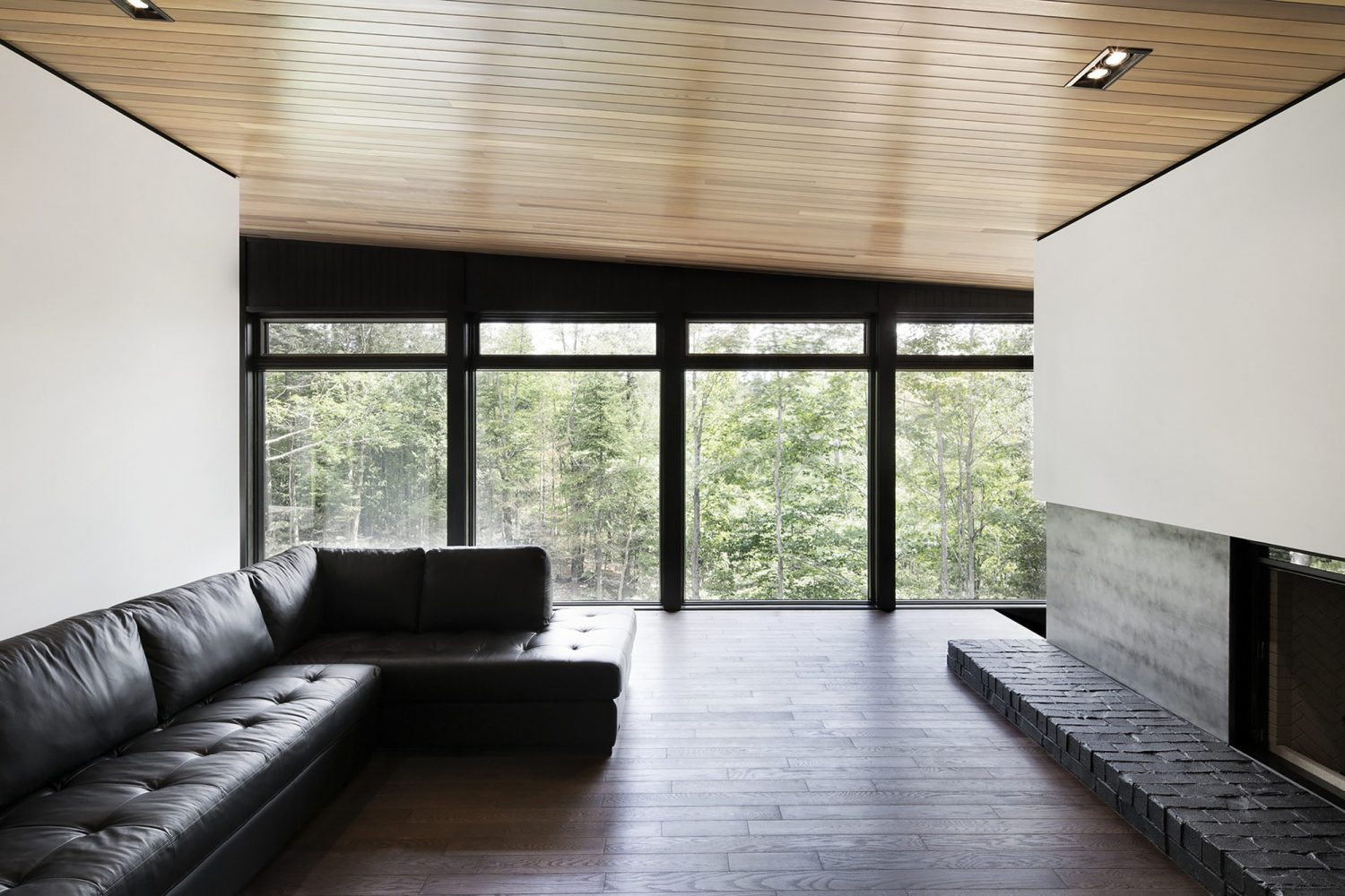 Screen House – Black-Painted Brick House
