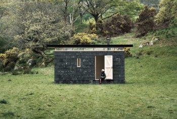 Slate Cabin – Writer's Retreat by TRIAS Studio