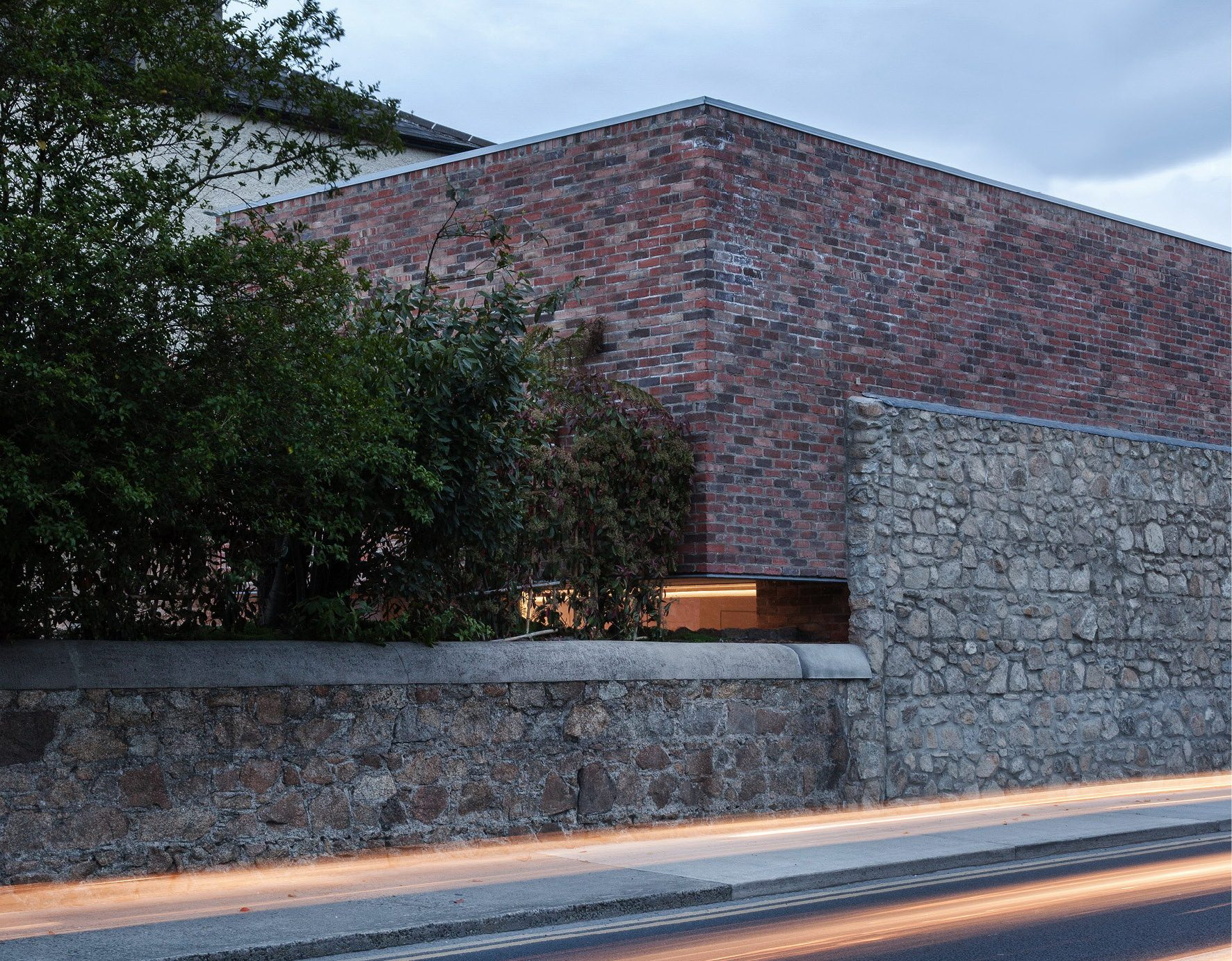 Alma Road – Inconspicuous Brick House by ODOS Architects