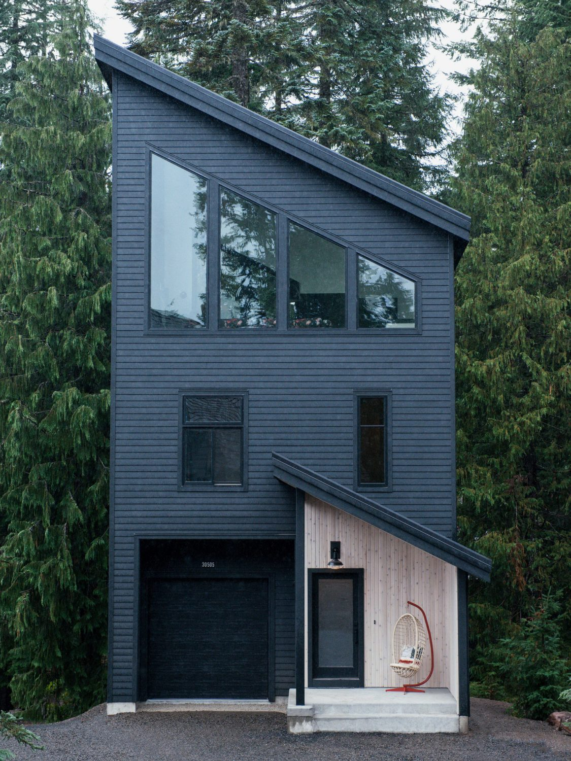 Alpine Noir Chalet – Tall Cabin at the Foot of Mount Hood