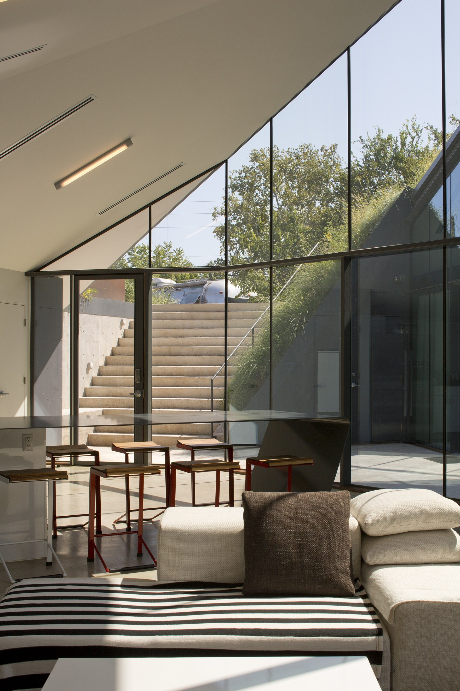 Edgeland House by Berry Chen Architects