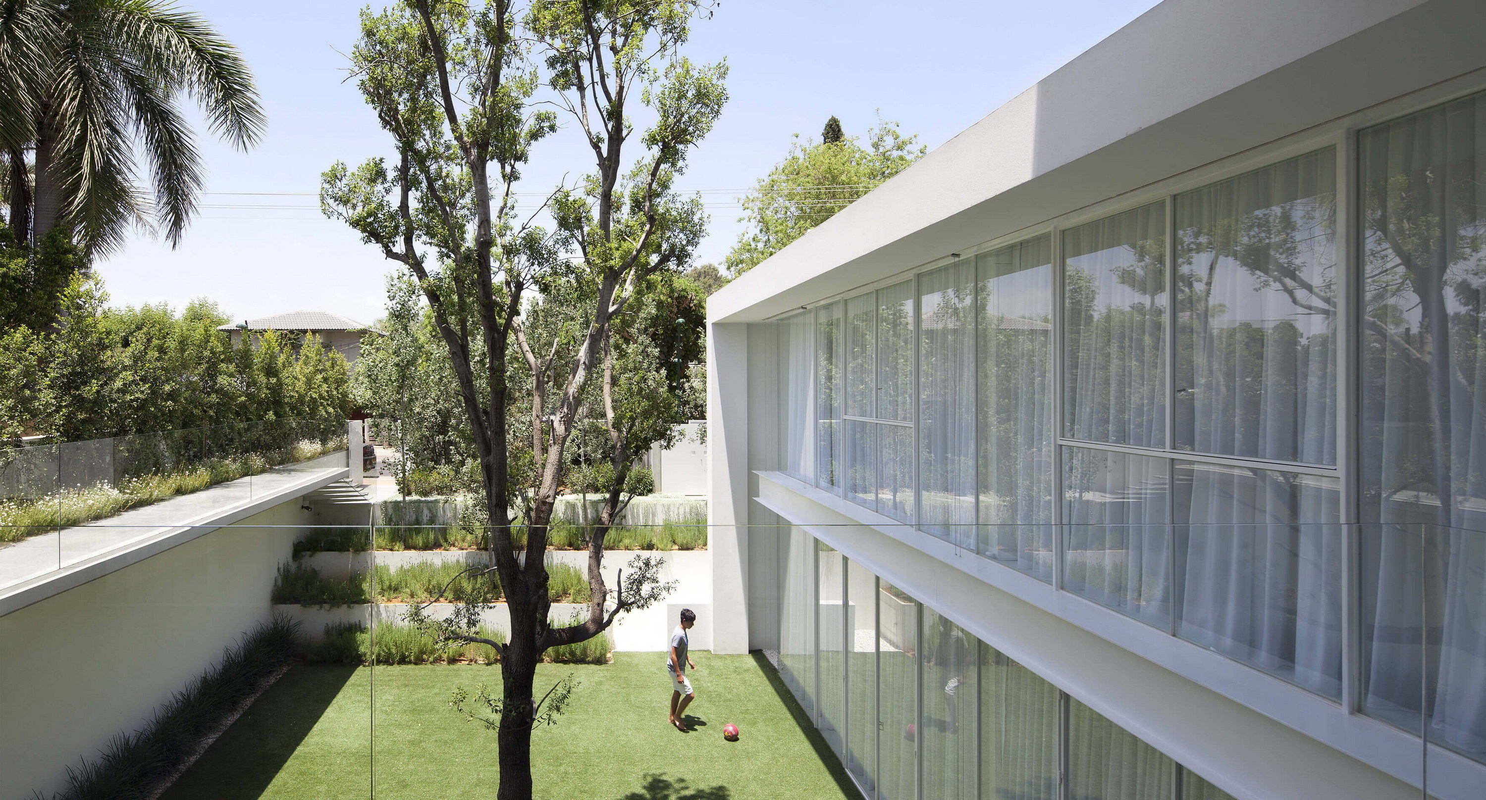 House With Two Courtyards By Pitsou Kedem Architects Wowow Home Magazine