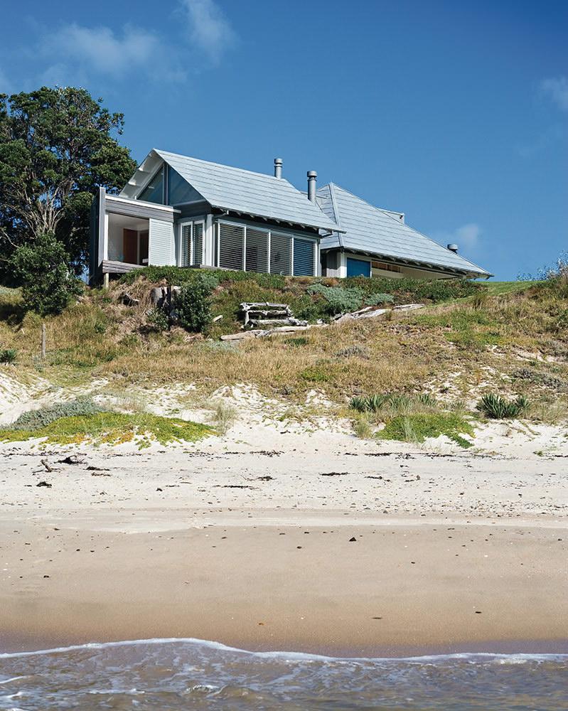 Kuaotunu Beach House by Crosson Clarke Carnachan Architects