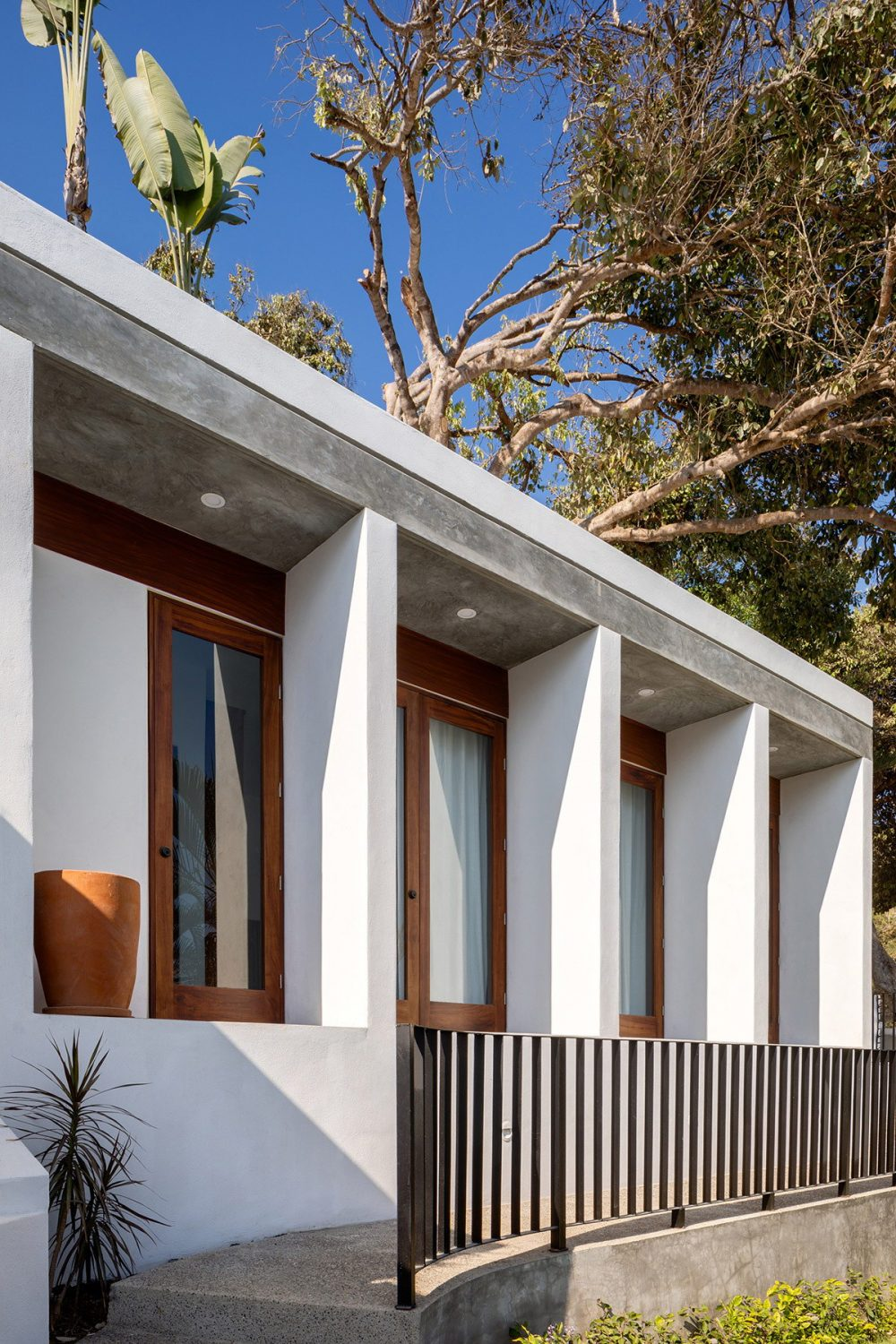 LT House | Beach House Renovation by MAIN OFFICE